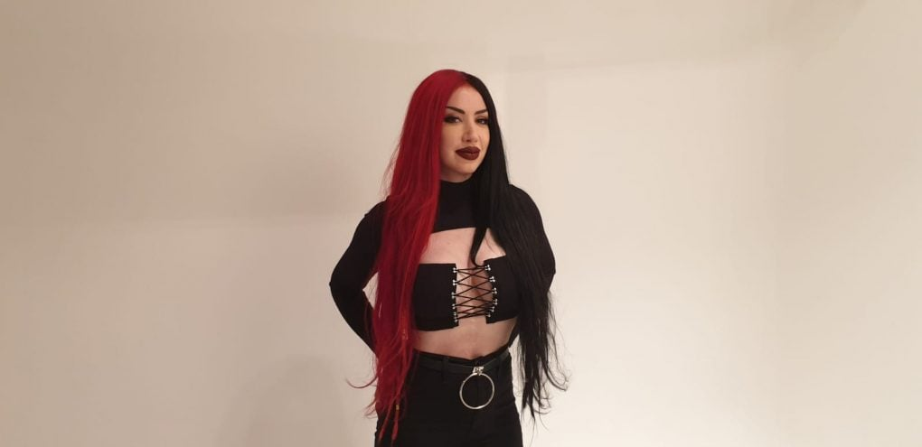 Entrevista New Years Day Ash Costello